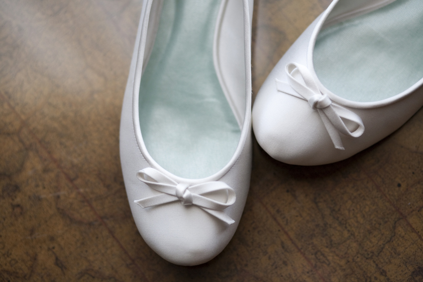 Jacqulyn's wedding shoes © Marni Mattner Photography