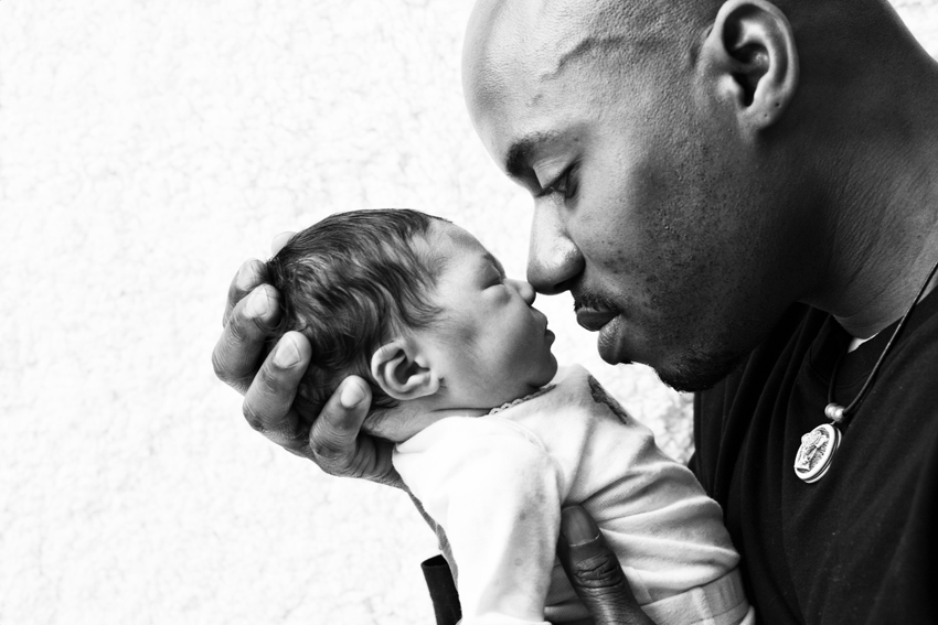 Baby Vivienne and her father Ryan © Marni Mattner Photography