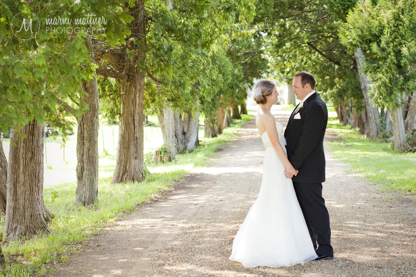 Liz & Dave's wedding portraits in the Minnesota countryside © Marni Mattner Photography